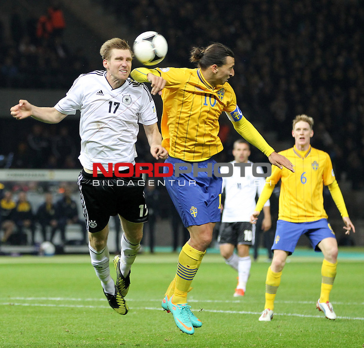 16.10.2012, Olympia Stadion, Berlin, WMQ, LS, Deutschland (GER) vs Schweden (SWE)<br />  im Bild  Per Mertesacker (GER) gegen Zlatan Ibrahimovic (SWE)<br /> <br />  // during the match between Germany and Sweden on 2012/10/16 <br />   Foto &copy; nph / Hessland