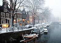 Sneeuwbui in Amsterdam. De Spiegelgracht