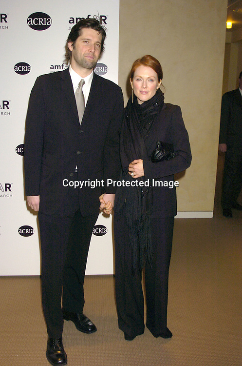 Bart Freundlich and wife Julianne Moore ..a benefit for amFAR and ACRIA  honoring Herb Ritts on ..February 2, 2005 at Sotheby's. Noted Contemporary artists..donated major works that were sold to benefit amFAR and ..Aids Community Research Initiative of America. ..Photo by Robin Platzer, Twin Images