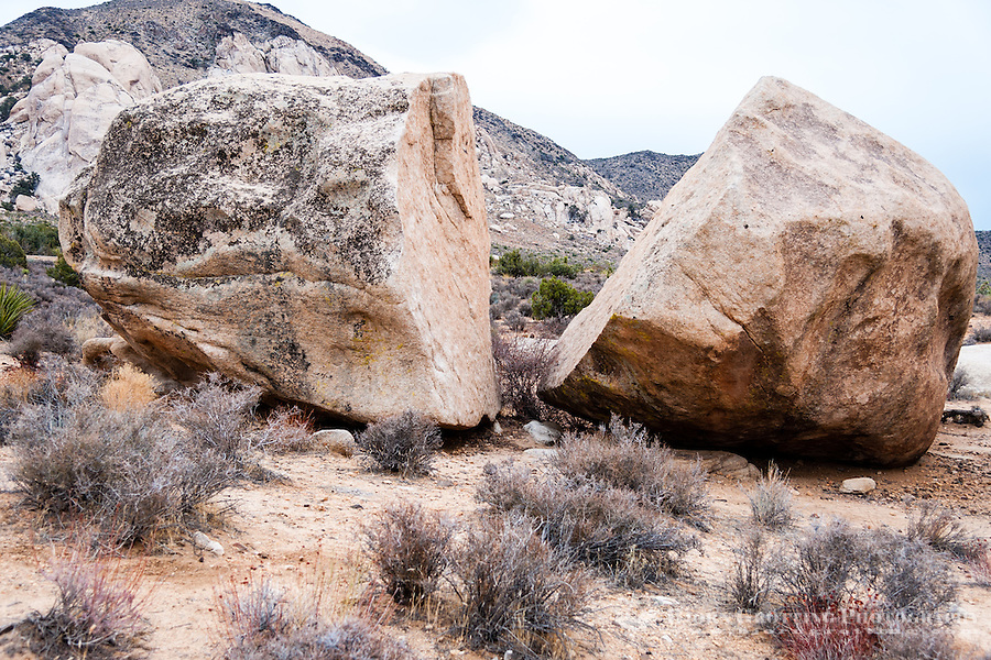 United States, California, Joshua Tree National Park. A large, split rock at Hall of Horrors.