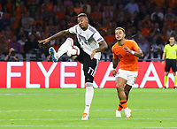 Jerome Boateng (Deutschland Germany) gegen Memphis Depay (Niederlande) - 13.10.2018: Niederlande vs. Deutschland, 3. Spieltag UEFA Nations League, Johann Cruijff Arena Amsterdam, DISCLAIMER: DFB regulations prohibit any use of photographs as image sequences and/or quasi-video.