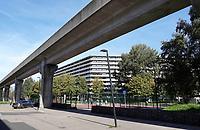 Nederland  Amsterdam -  September 2018.  De Bijlmer. Metro bij fllat Kleiburg.      Foto Berlinda van Dam / Hollandse Hoogte