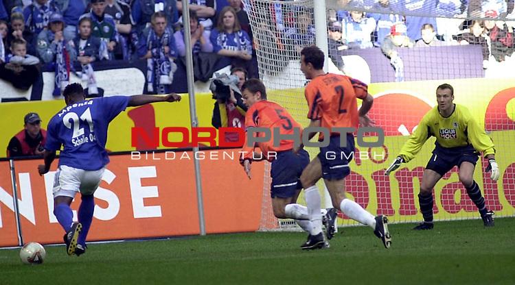 BL 2002/2003 - 26. Spieltag<br /> FC Schalke 04 vs. TSV 1860 Muenchen<br /> Emile Mpenza (links) von Schalke 04 schiesst das 1:0 fuer die Schalker.<br /> Foto &copy; nordphoto <br /> <br /> Hinweis: Gemaess  Auflage der Deutschen FuŖball Liga (DFL) darf dieses Foto nicht vor Spielende in elektronischen Medien aller Art verwendet werden. *** Local Caption *** Foto ist honorarpflichtig! zzgl. gesetzl. MwSt.<br />  Belegexemplar erforderlich<br /> Adresse: nordphoto<br /> Georg-Reinke-Strasse 1<br /> 49377 Vechta