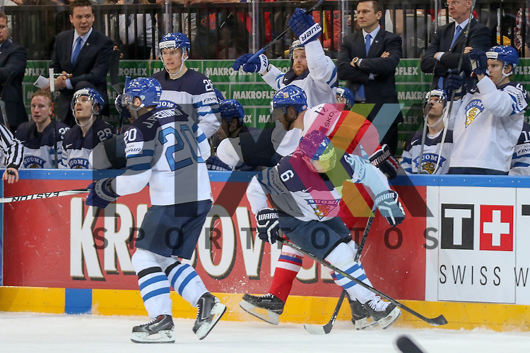 Tschechiens Novotny, Jiri (Nr.12)(Lokomotiv Yaroslavi) im Zweikampf mit Finnlands Mantyla, Tuukka (Nr.6)(Amur Khabarovsk)  im Spiel IIHF WC15 Czech Republic vs. Finland.<br /> <br /> Foto &copy; P-I-X.org *** Foto ist honorarpflichtig! *** Auf Anfrage in hoeherer Qualitaet/Aufloesung. Belegexemplar erbeten. Veroeffentlichung ausschliesslich fuer journalistisch-publizistische Zwecke. For editorial use only.