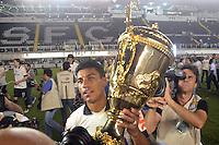 Santos SP, 19 maio 2013 - SANTOS X CORINTHIANS  corinthians comemora mais um título após  partida da final do campeonato paulista de 2013  no Estadio da Vila Belmiro em Santos, Litoral de  de Sao Paulo, neste domingo , 19. (FOTO: ALAN MORICI / BRAZIL PHOTO PRESS).