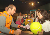 22-2-06, Netherlands, tennis, Rotterdam, ABNAMROWTT, Kidsday, autographsession with Christof Rochus