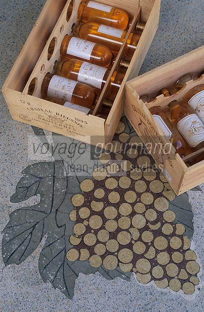 Europe/France/Aquitaine/33/Gironde/Sauternais/Barsac: La maison du Sauternes - Détail caisses de bouteilles de vin [Non destiné à un usage publicitaire - Not intended for an advertising use]