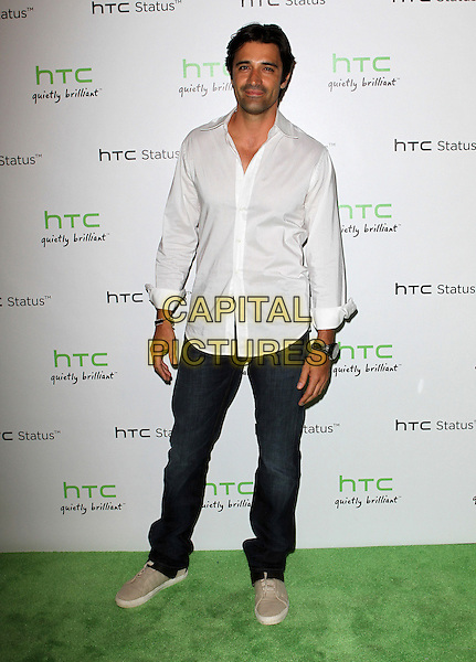 Gilles Marini.The HTC Statusª Social Launch Event held at Paramount Studios in Hollywood, California, USA..July 19th, 2011.full length shirt jeans denim white smiling.CAP/ADM/KB.©Kevan Brooks/AdMedia/Capital Pictures.