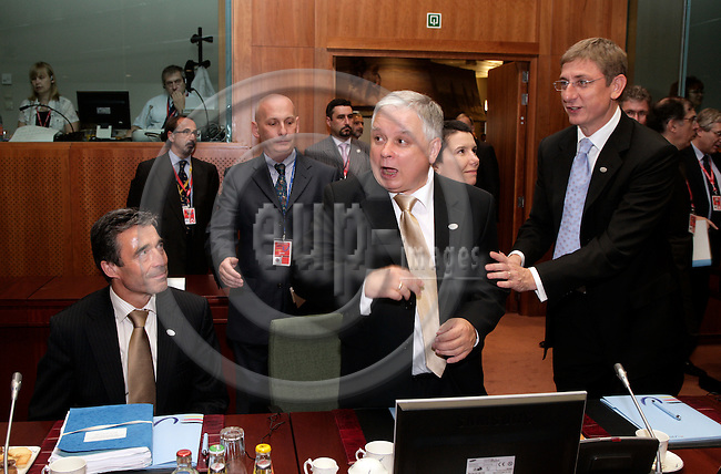BRUSSELS - BELGIUM - 21 JUNE 2007 -- EU-SUMMIT Tour de Table -- From left the Danish Prime Minister Anders Fogh RASMUSSEN, the Polish President Lech KACZYNSKI and The Hungarian Prime Minister Ferenc GYURCSANY.  Photo: Erik Luntang/EUP-IMAGES