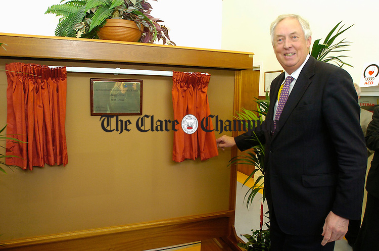Gerry Liston, chairman of the Irish Aviation Authority, unveiling a commemorative plaque at the 70th anniversary celebrations of the Shannon Aeradio High Frequency Communications Centre at Ballygireen, Newmarket on Fergus. Photograph by John Kelly.