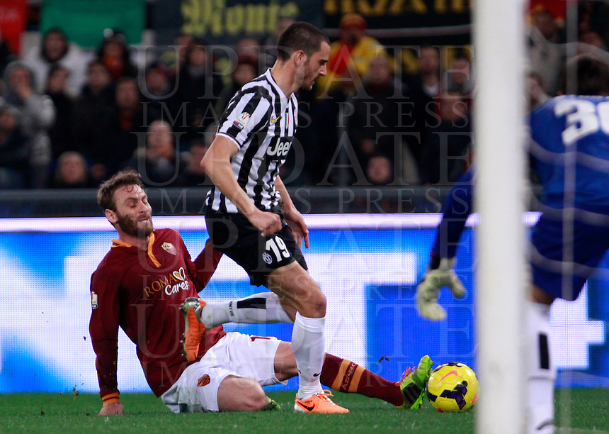 Calcio, quarti di finale di Coppa Italia: Roma vs Juventus. Roma, stadio Olimpico, 21 gennaio 2014.<br /> Juventus defender Leonardo Bonucci is tackled by AS Roma midfielder Daniele De Rossi, left, during the Italian Cup round of eight final football match between AS Roma and Juventus, at Rome's Olympic stadium, 21 January 2014.<br /> UPDATE IMAGES PRESS/Isabella Bonotto