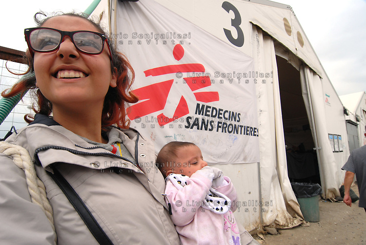 Idomeni / Greece 03/04/2016<br /> A young Syrian woman with her child close to the larger tents set up by MSF in Idomeni refugee camp.<br /> Photo Livio Senigalliesi