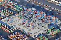 Blocklager Neubau: EUROPA, DEUTSCHLAND, HAMBURG, (EUROPE, GERMANY), 2.1.2009: Blocklager Neubau auf dem Burchardkai, wie bereits auf der CTA werden hier Container automatisch ohne Menschenhand Container bewegt und gelagert. Poartalkraene auf Schienen. . Europa, Deutschland, Hamburg,  am Tag, am Tage, am Tage Tag tagsueber, Burchardkai CTB, Container Terminal Container-Terminal, Container, Globalisierung, Logistik, Transport, internationaler Handel, Welthandel, Container-Terminal Burchardkai,  Containerfrachter, Containerhaefen, Containerhafen, Umschlaghafen, Containerlogistik, Containerterminal, Containerumschlag, Containerverkehr, CTB, Haefen, Hafen, Hafenwirtschaft, HHLA, Luftaufnahme, Luftaufnahmen, Luftbild, Luftbilder, Luftfoto, Luftfotos, Luftphoto, Luftphotos, Seehaefen, Seehafen, Universalhafen, Vogelperspektive, Vogelperspektiven, Wirtschaft, Wirtschaftszweig.c o p y r i g h t : A U F W I N D - L U F T B I L D E R . de.G e r t r u d - B a e u m e r - S t i e g 1 0 2, .2 1 0 3 5 H a m b u r g , G e r m a n y.P h o n e + 4 9 (0) 1 7 1 - 6 8 6 6 0 6 9 .E m a i l H w e i 1 @ a o l . c o m.w w w . a u f w i n d - l u f t b i l d e r . d e.K o n t o : P o s t b a n k H a m b u r g .B l z : 2 0 0 1 0 0 2 0 .K o n t o : 5 8 3 6 5 7 2 0 9.V e r o e f f e n t l i c h u n g  n u r  n a c h  H o n o r a r  a b s p r a c h e, N a m e n s n e n n u n g  u n d  B e l e g e x e m p l a r !.