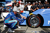 Verizon IndyCar Series<br /> Indianapolis 500 Qualifying<br /> Indianapolis Motor Speedway, Indianapolis, IN USA<br /> Sunday 21 May 2017<br /> Scott Dixon, Chip Ganassi Racing Teams Honda places the Verizon P1 Pole Award sticker with help from wife Emma and daughters Tilly and Poppy<br /> World Copyright: Michael L. Levitt<br /> LAT Images<br /> ref: Digital Image levitt-0517-ims_50103