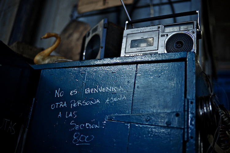 It's not welcomed any person not belonging to section 800.  Legend in one of the newer areas of the Pen?arol (Montevideo, Uruguay) railroad workshop.