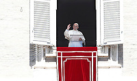 "Papa Francesco, al termine della preghiera del ""Regina Coeli"", saluta i fedeli dalla finestra del Palazzo Apostolico affacciata su piazza San Pietro, Città del Vaticano, 17 aprile 2017.<br /> Pope Francis waves after leading the Regina Coeli prayer from the window of the apostolic palace overlooking St Peter's square at the Vatican, on April 17 2017.<br /> UPDATE IMAGES PRESS/Isabella Bonotto<br /> <br /> STRICTLY ONLY FOR EDITORIAL USE"