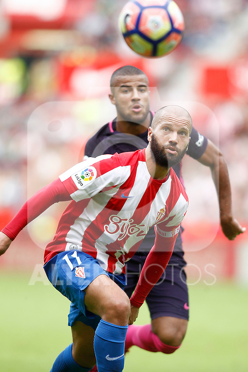 Sporting de Gijon's Alberto Lora (f) and FC Barcelona's Rafinha Alcantara during La Liga match. September 24,2016. (ALTERPHOTOS/Acero)