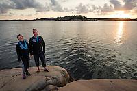 20140805 Vilda-l&auml;ger p&aring; Kragen&auml;s. Foto f&ouml;r Scoutshop.se<br /> scout, scouter, vatten, solnedg&aring;ng, tv&aring;, klippa