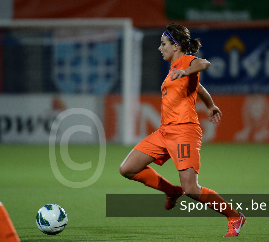 20140212 - ZWOLLE , THE NETHERLANDS : Dutch Renee Slegers pictured during the female soccer match between The Netherlands and Belgium , on the fifth matchday in group 5 of the UEFA qualifying round to the FIFA Women World Cup in Canada 2015 at Het Ijseldelta Stadion , Zwolle . Wednesday 12th February 2014 . PHOTO DAVID CATRY