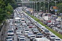 SÃO PAULO, SP, 11.03.2016 – TRÂNSITO-SP: Trânsito na Av. 23 de Maio, próximo ao Parque do Ibirapuera, zona sul de São Paulo na tarde desta sexta feira. (Foto: Levi Bianco/Brazil Photo Press).