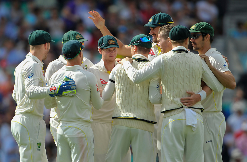 Australia's Steven Smith (facing) and the team after winning the 5th test<br /> <br /> Photographer Ashley Western/CameraSport<br /> <br /> International Cricket - Investec Ashes Test Series 2015 - Fifth Test - England v Australia - Day 4 - Sunday 23rd August 2015 - Kennington Oval - London<br /> <br /> &copy; CameraSport - 43 Linden Ave. Countesthorpe. Leicester. England. LE8 5PG - Tel: +44 (0) 116 277 4147 - admin@camerasport.com - www.camerasport.com