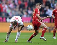 FUSSBALL   1. BUNDESLIGA  SAISON 2011/2012   11. Spieltag FC Bayern Muenchen - FC Nuernberg        29.10.2011 Timmy Simons (li, 1 FC Nuernberg) gegen Toni Kroos (FC Bayern Muenchen)