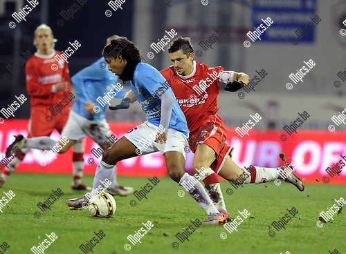 2010-12-11 / Voetbal / seizoen 2010-2011 / Antwerp FC - Tubeke / Alexandre di Gregorio (Antwerp) zit Da Silva op de hielen..Foto: Mpics
