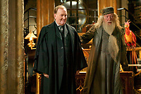 AUG 03 Robert Hardy dies at 91