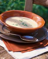 """Europe/France/Normandie/Basse-Normandie/61/Orne/Saint-Maurice-Sur-Huisne : La soupe au cidre - Recette de Mme Scherer du restaurant-brocante """"Le Presbytère"""""""
