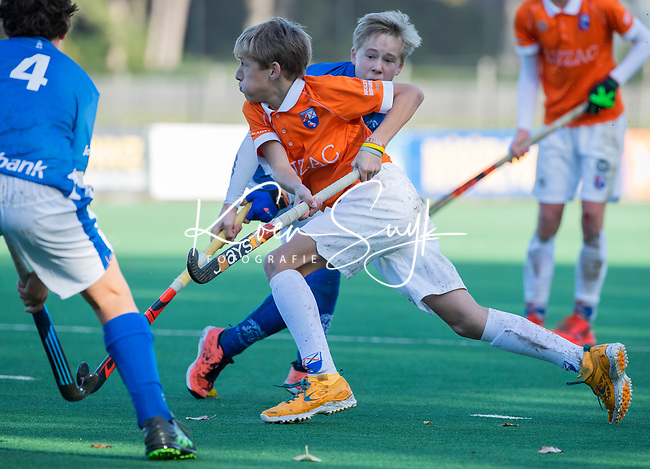 BLOEMENDAAL  - Tobias Bovelander (Bldaal), competitiewedstrijd junioren  landelijk  Bloemendaal JB1-Kampong JB1 (4-3) . COPYRIGHT KOEN SUYK