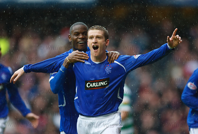 Steven Davis celebrates his goal with Maurice Edu