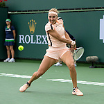 Elena Vesnina (RUS) defeats Cici Bellis (USA)