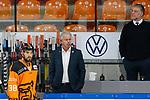 v.l. Neuzugang Lucas Lessio (Wolfsburg, 38), Karl-Heinz Fliegauf (Wolfsburg, Sportdirektor), Pat Cortina (Wolfsburg, Trainer) beim Spiel in der DEL, Grizzlys Wolfsburg (orange) - Duesseldorfer EG (weiss).<br /> <br /> Foto © PIX-Sportfotos *** Foto ist honorarpflichtig! *** Auf Anfrage in hoeherer Qualitaet/Aufloesung. Belegexemplar erbeten. Veroeffentlichung ausschliesslich fuer journalistisch-publizistische Zwecke. For editorial use only.