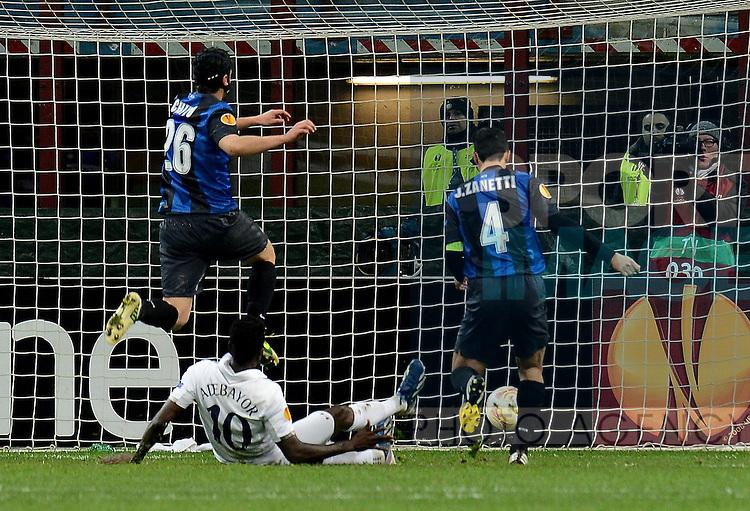 Emmanuel ADEBAYOR of Tottenham scores the winning goal on aggregate - Inter Milan vs Tottenham - San Siro Stadium - Milan - UEFA Europa League group of 16 - 14th March 2013