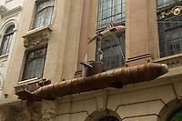 SAO PAULO 16 DE JUNHO DE 2013  - Cai Guo-Qiang - Da Vincis do Povo (Peasant da Vincis) apresenta pela primeira vez no Brasil sua exposição. A exposição está sendo exibida no Centro Cultural Banco do Brasil. Algumas das imagens podem ser vistas nas ruas enfrente ao CCBB.(Foto: Amauri Nehn/Brazil Photo Press)