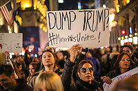 NEW YORK,NY, 12.11.2016 - PROTESTO-NEW YORK - Manifestantes contrario a vitória de Donald J. Trump nas eleições norte-americana durante protesto em Manhattan em New York nos Estados Unidos neste sábado, 12. (Foto: Vanessa Carvalho/Brazil Photo Press)