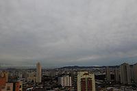 SAO PAULO, SP, 29/05/2013, CLIMA TEMPO. Sao Paulo amanheceu com ceu nublado nessa quarta-feira (29) vespera de feriado prolongado de Corpus Christ. LUIZ GUARNIERI/BRAZIL PHOTO PRESS.