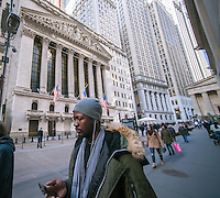 Tourists and workers pass the front of the New York Stock Exchange on Friday, January 13, 2017.  (© Richard B. Levine)