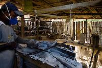 Ouro Preto_MG, Brasil...Processo produtivo artesanal em pedra sabao...The craft production process in soapstone...Foto: BRUNO MAGALHAES / NITRO