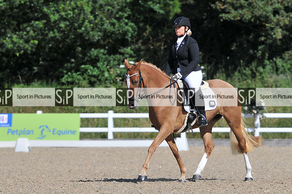 Class 21. Novice 23. Petplan BD Area festival. Brook Farm training centre. Essex. 02/07/2017. MANDATORY Credit Ellen Szalai/Sportinpictures - NO UNAUTHORISED USE - 07837 394578