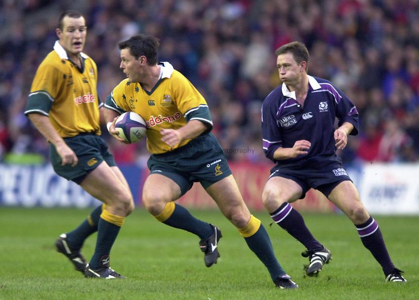 Photo. Richard Lane. .Scotland v Australia, Murryfield, Scotland. 11/11/2000.Matt Burke breaks away from Jon Steel.