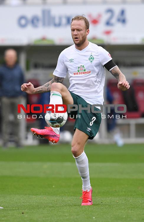 FussballFussball: agnph001:  1. Bundesliga Saison 2019/2020 27. Spieltag 23.05.2020<br /> SC Freiburg - SV Werder Bremen<br /> Kevin Vogt (Bremen)<br /> FOTO: Markus Ulmer/Pressefoto Ulmer/ /Pool/gumzmedia/nordphoto<br /> <br /> Nur für journalistische Zwecke! Only for editorial use! <br /> No commercial usage!