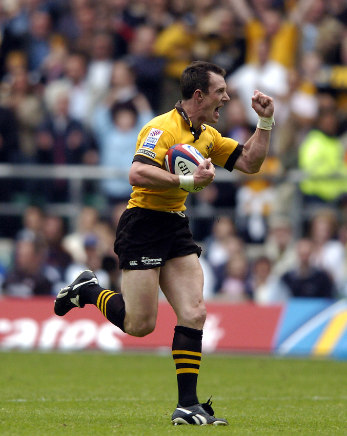Photo: Richard Lane..Bath Rugby v London Wasps. The Zurich Premiership Final. 29/05/2004..Robert Howley celebrates a disallowed try.