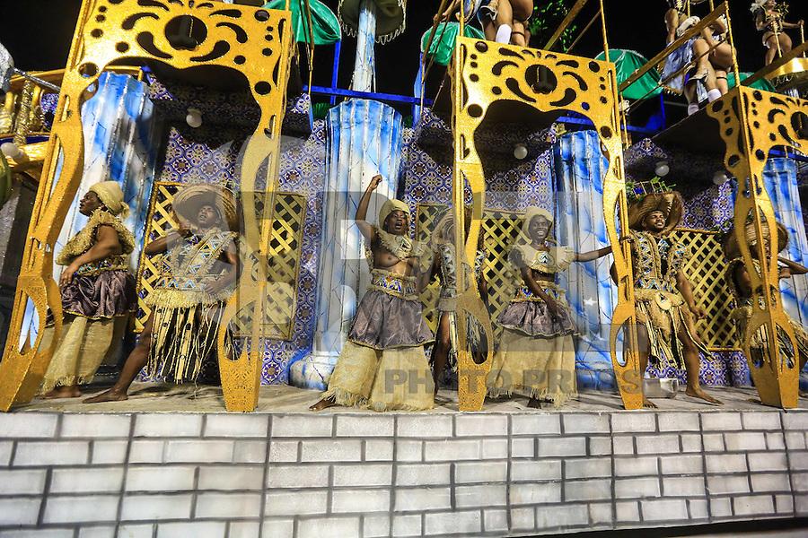 RIO DE JANEIRO, RJ , 05.02.2016 - CARNAVAL-RJ - Integrantes da escola de samba Acadêmicos da Rocinha durante primeiro dia de desfiles do grupo de acesso série A do Carnaval do Rio de Janeiro no Sambódromo Marquês de Sapucaí na região central da capital fluminense na noite desta sexta-feira, 05. (Foto: William Volcov/Brazil Photo Press)