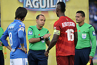 BOGOTA - COLOMBIA - 30-07-2016: Luis Sanchez, arbitro, con Rafael Robayo (Izq.) de Millonarios y Hayner Mosquera (Der.) de Rionegro Aguilas, antes de partido de la fecha 6 entre Millonarios y Rionegro Aguilas, de la Liga Aguila II-2016, jugado en el estadio Nemesio Camacho El Campin de la ciudad de Bogota.  / Luis Sanchez,  referee, with Rafael Robayo (L) of Millonarios and Hayner Mosquera (R) of Rionegro Aguilas, before a match between Millonarios and Rionegro Aguilas, for the date 6 of the Liga Aguila II-2016 at the Nemesio Camacho El Campin Stadium in Bogota city, Photo: VizzorImage / Luis Ramirez / Staff.