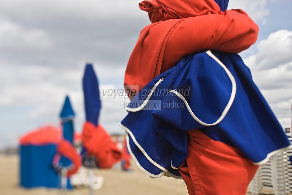 Europe/France/Normandie/Basse-Normandie/14/Calvados/Deauville:  Parasols de la plage
