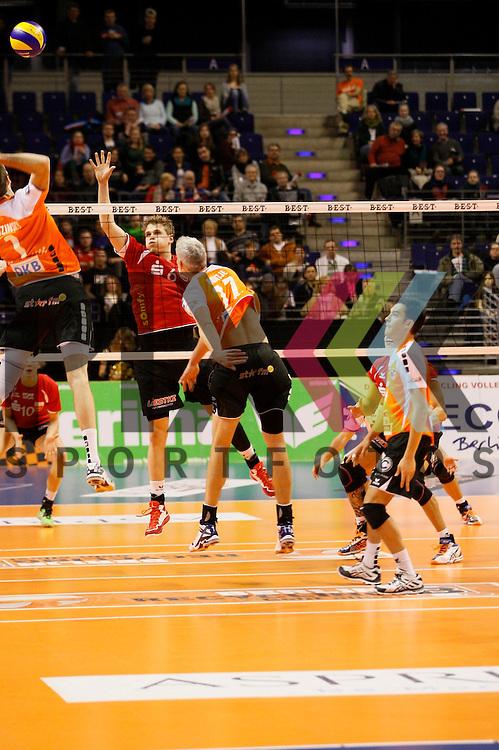 am Netz v. l. Berlins Scott Joseph Touzinsky (Nr. 1) , Rottenburgs Friedrich Nagel (Nr. 6) , Berlins Johannes Bontje (Nr. 17) <br /> <br /> 04.02.15 Volleyball, 1. Bundesliga, Maenner, Saison 2014/15, Berlin Recycling Volleys - TV Rottenburg beim Spiel Berlin Recycling Volleys - TV Rottenburg.<br /> <br /> Foto &copy; PIX *** Foto ist honorarpflichtig! *** Auf Anfrage in hoeherer Qualitaet/Aufloesung. Belegexemplar erbeten. Veroeffentlichung ausschliesslich fuer journalistisch-publizistische Zwecke. For editorial use only.