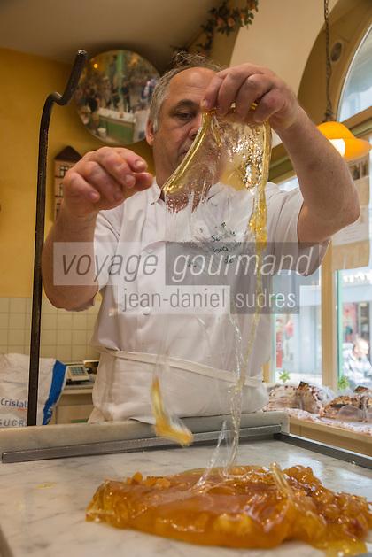 France, Pas-de-Calais (62), Berck-sur-Mer: Confiserie: Le Succès Berckois, démonstration et fabrication de berlingots et sucettes  - AUTO N:2013-136 // France, Pas de Calais, Berck sur Mer: Confectionery: Le Succès Berckois, demonstration and manufacture of  boiled sweet and lollipops
