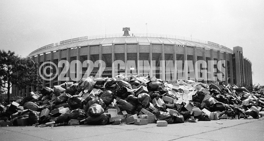 Trash piles up next to Veteran's Stadium in August 1986 during a municipal worker strike in Philadelphia, Pennslyvania. During the 20 day strike, that started July 10, 1986, about 20,000 tons of trash piled up across the city. (Photo by William Thomas Cain/Cain Images)