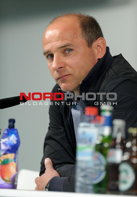 15.05.2015, Weserstadion, Bremen, GER, 1.FBL, Pressekonferenz Werder Bremen, im Bild Viktor Skripnik (Trainer Werder Bremen)<br /> <br /> Foto &copy; nordphoto / Frisch